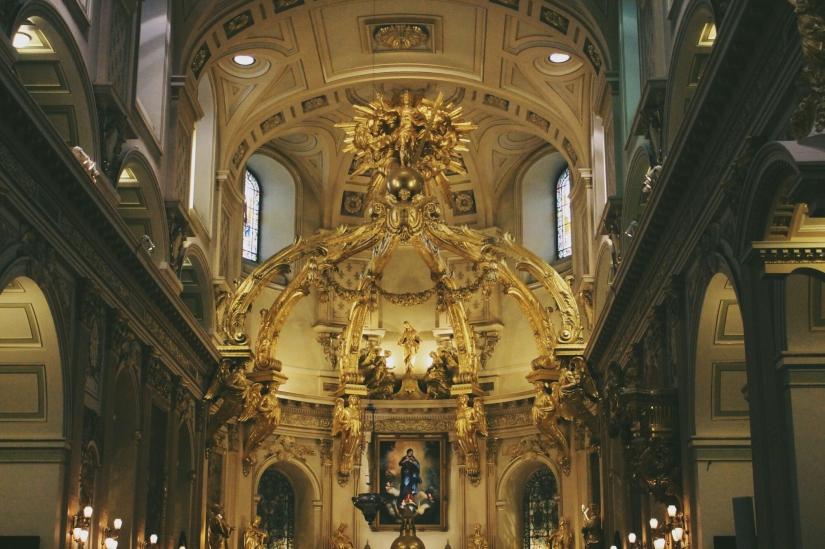 Inside Cathedral-Basilica of Notre-Dame deQuébec